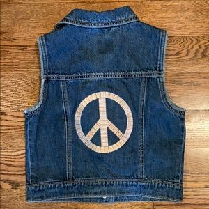 Gap kids Jean vest with peace sign size M/8